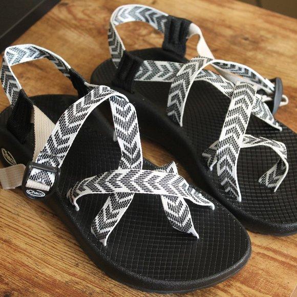 Nw Z2 Trine Black White Classic Sandal